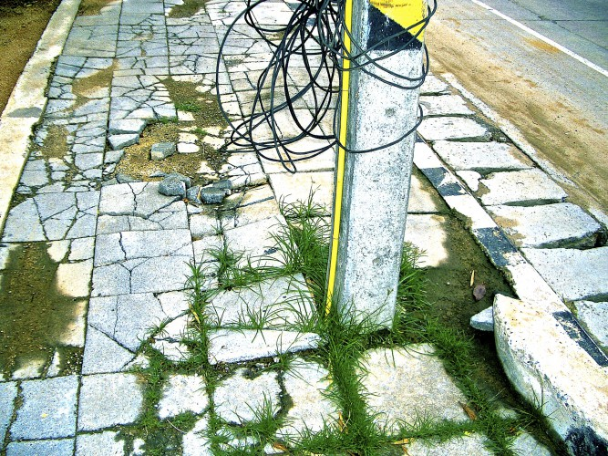 Thai-05-Cracked